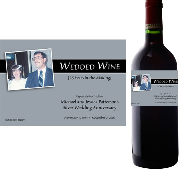25th Anniversary Theme Bottle Label, Wine / Raise your glasses and give a toast on your 25th anniversary celebration